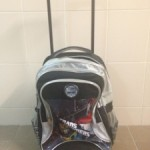 Beg Sekolah Anak Tertinggal Tepi Jalan