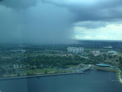 Pemandangan Alam Yang Unik : Sebelah Hujan Sebelah Tak