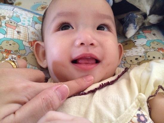 bayi tumbuh gigi