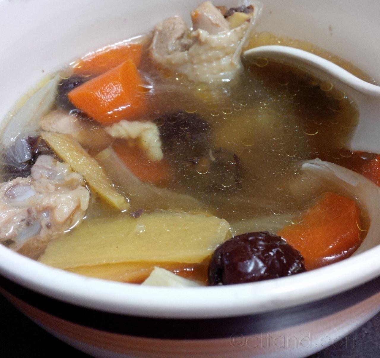 sup ayam kurma merah