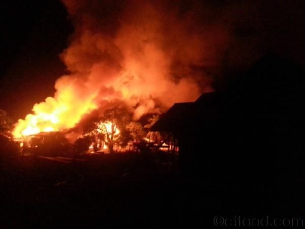 Rumah Pakcik Di Kampung Terbakar..