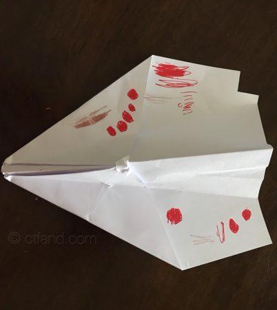kapal terbang kertas